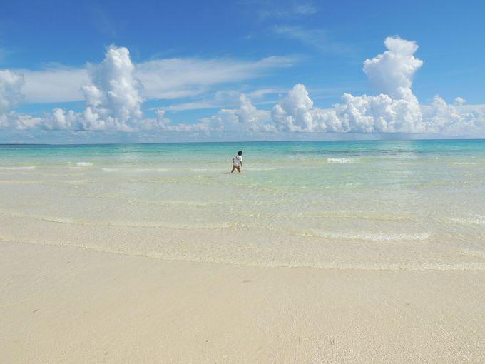 エメラルドグリーンが美しい!渡口の浜