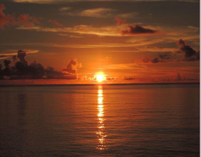 海に沈む綺麗な夕陽が見れる!西平安名崎