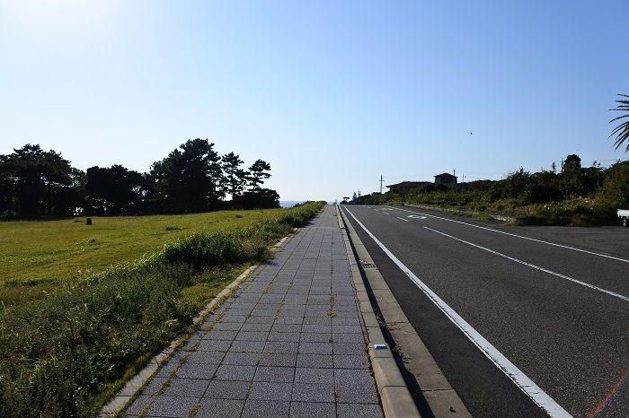 海へと真っ直ぐに伸びる一本道!国道41号線
