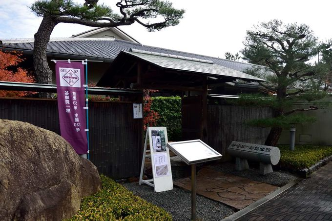 大文豪にまつわる品が見られる「谷崎潤一郎記念館」
