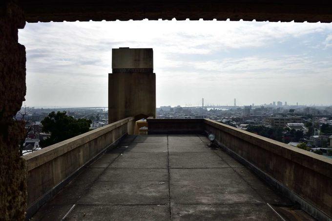 芦屋の町とはるか大阪湾まで見通せるバルコニー