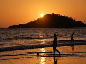 インド屈指のビーチリゾート、ゴア「パロレムビーチ」で黄金の夕陽を堪能