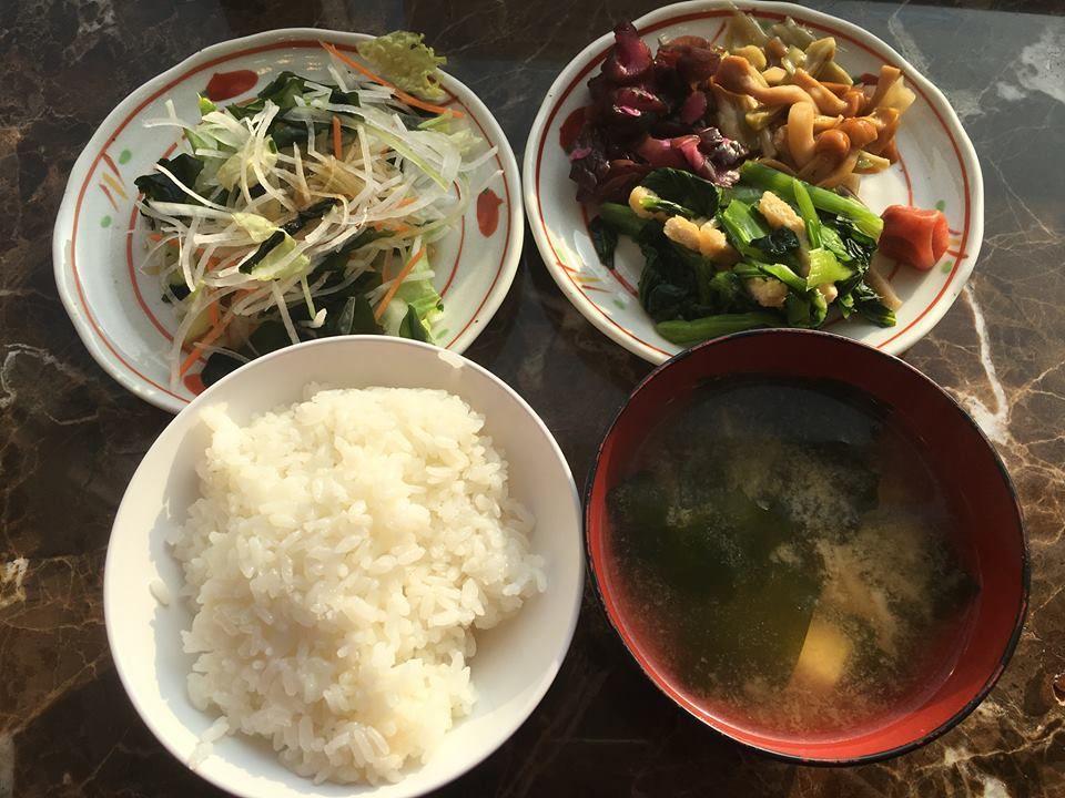 和食も洋食も楽しめる朝食