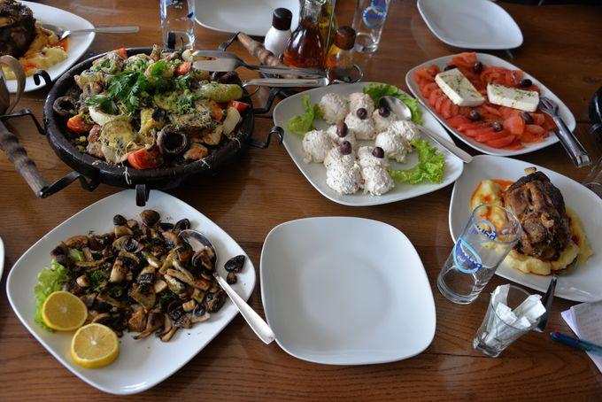 ワインと共にブルガリア料理堪能