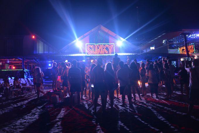 夜な夜な開催されるレイブパーティー