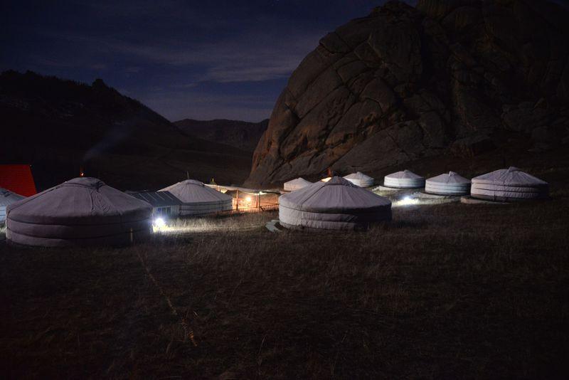 遊牧民体験を堪能!大草原のモンゴル・テレルジ国立公園ツーリストキャンプ