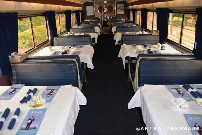 食事と他の乗客との交流を楽しめる食堂車