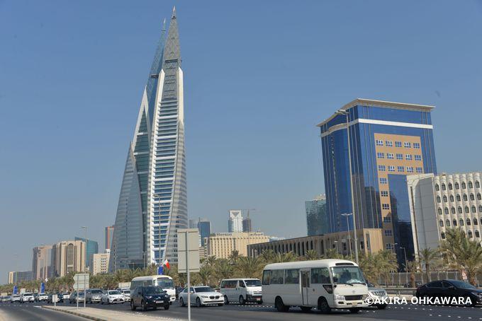 高層ビル建設ラッシュ中のマナーマ