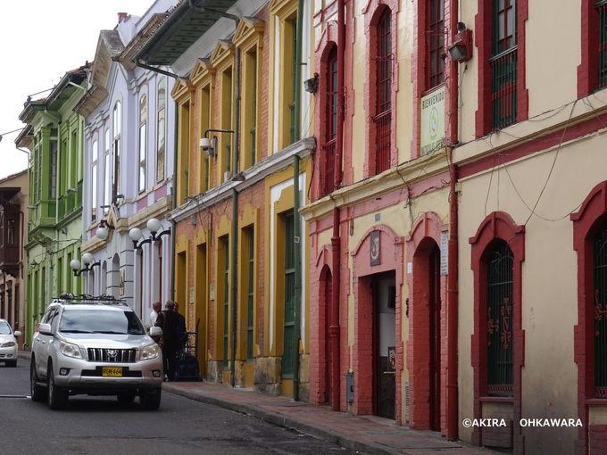 趣のある旧市街!ボリーバル広場と目抜き通り「Carrera7」