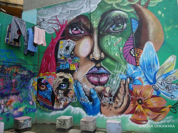 壁画が楽しめる「コムーナ13」