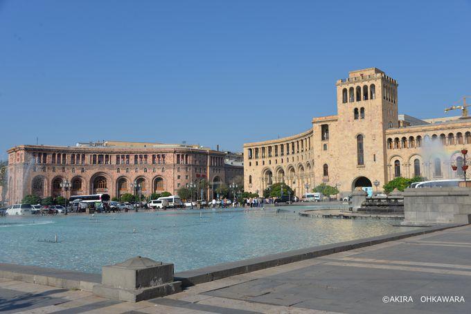 噴水と池が美しい「共和国広場」