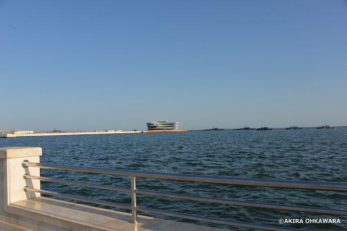 カスピ海を拝む海岸公園とフレイムタワーズ