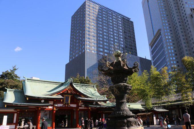 摩天楼のはざまに鎮座するは、「日本三大祭」の社