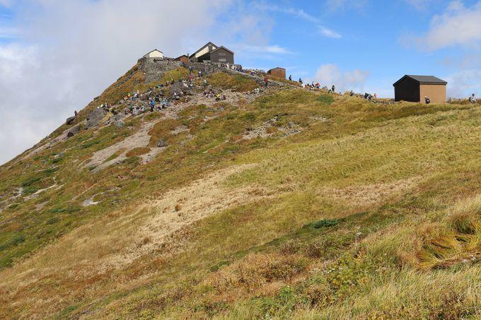 「月山神社本宮」を目指して、「月山」頂上へ