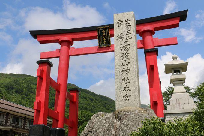 出羽三山の奥宮「湯殿山神社」で再生を祈る