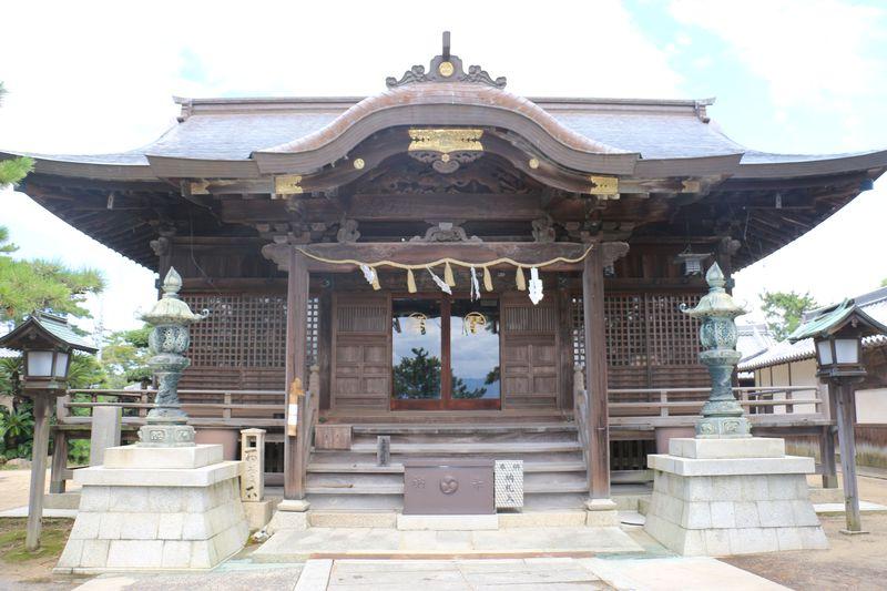 滝沢馬琴の作品の舞台にも、また、四股名の由来にもなっている「琴弾八幡宮」へ