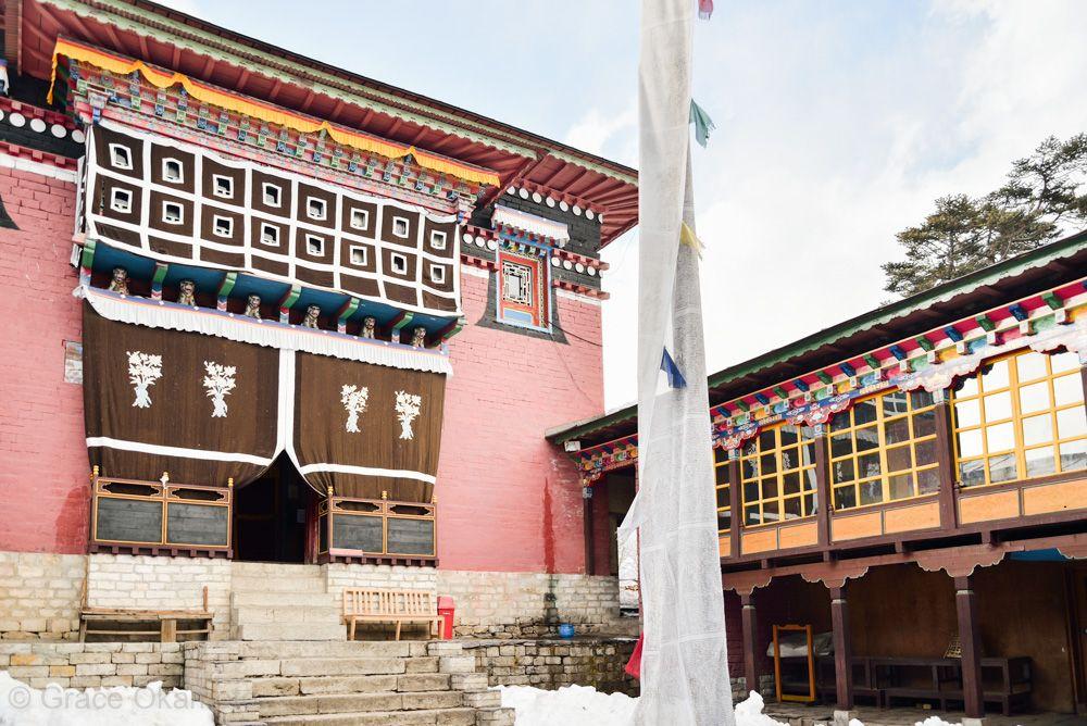 シェルパの仏教文化に触れる、僧院へ