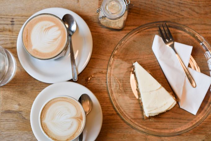 """こだわり抜いたコーヒーと、絶品のチーズケーキを""""Five Elephant""""で"""