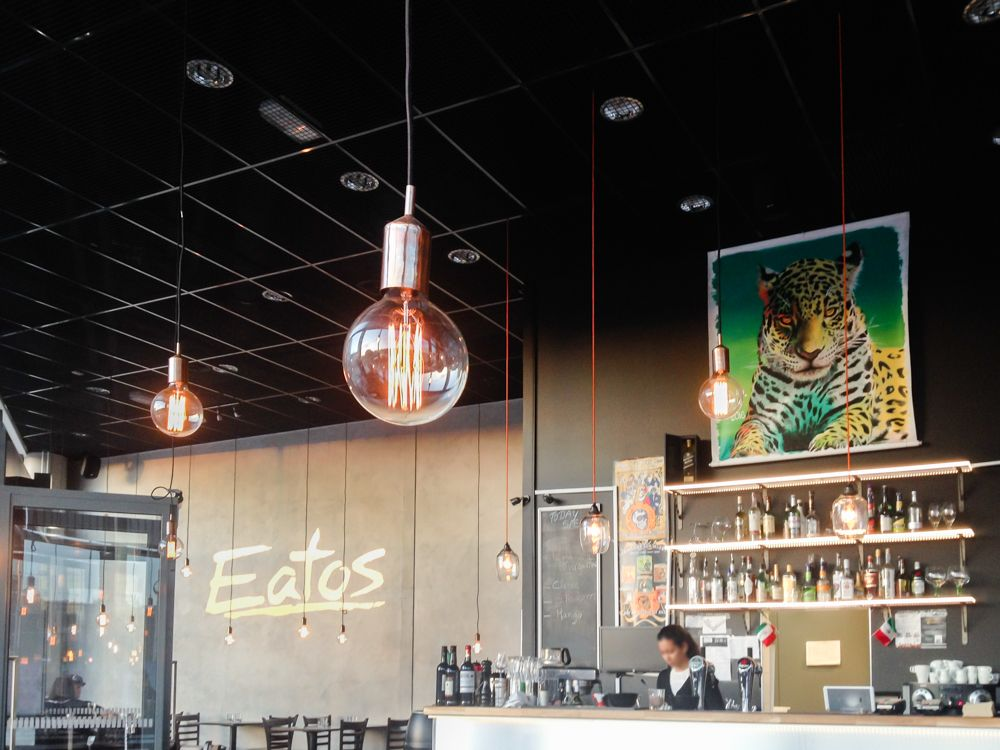 お洒落を極めた開放的空間!駅近くの「Eatos」でメキシカン