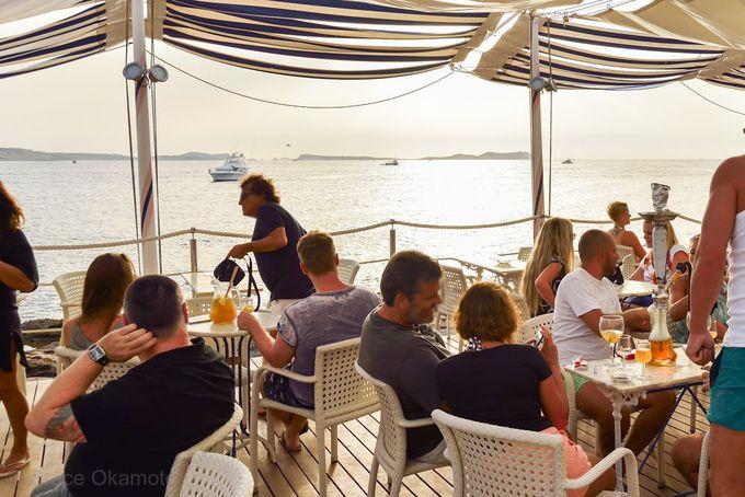 チルアウト音楽で有名な「Cafe Del Mar」で、世界一美しい夕陽を
