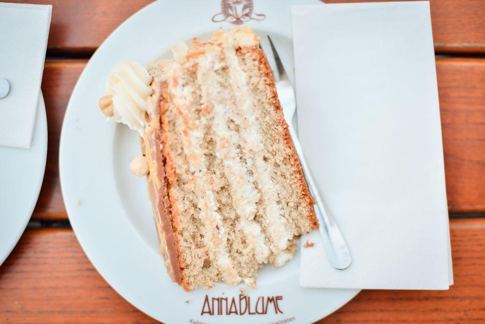 カフェ激戦区の「Anna Blume」で、素朴なケーキを