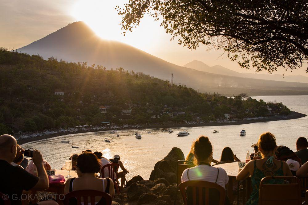 丘の上のカフェ&バー「Sunset Point」で、贅沢なサンセット・アワー