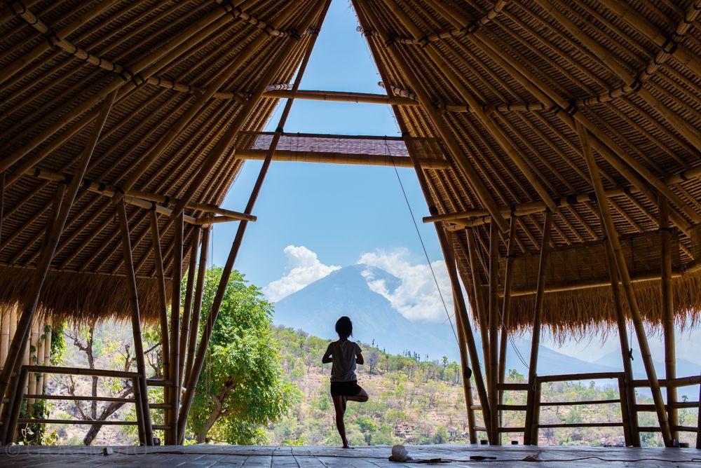 アグン山を望む「BLUE EARTH VILLAGE」で、お気軽ヨガ体験