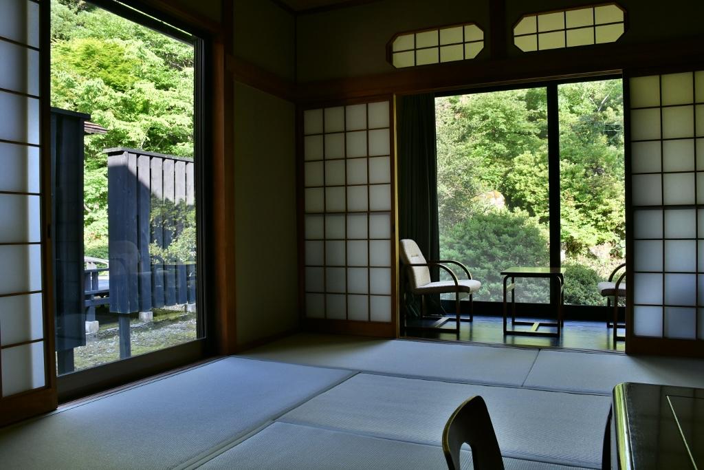茶葉香炉が出迎えてくれる落ち着きのある部屋
