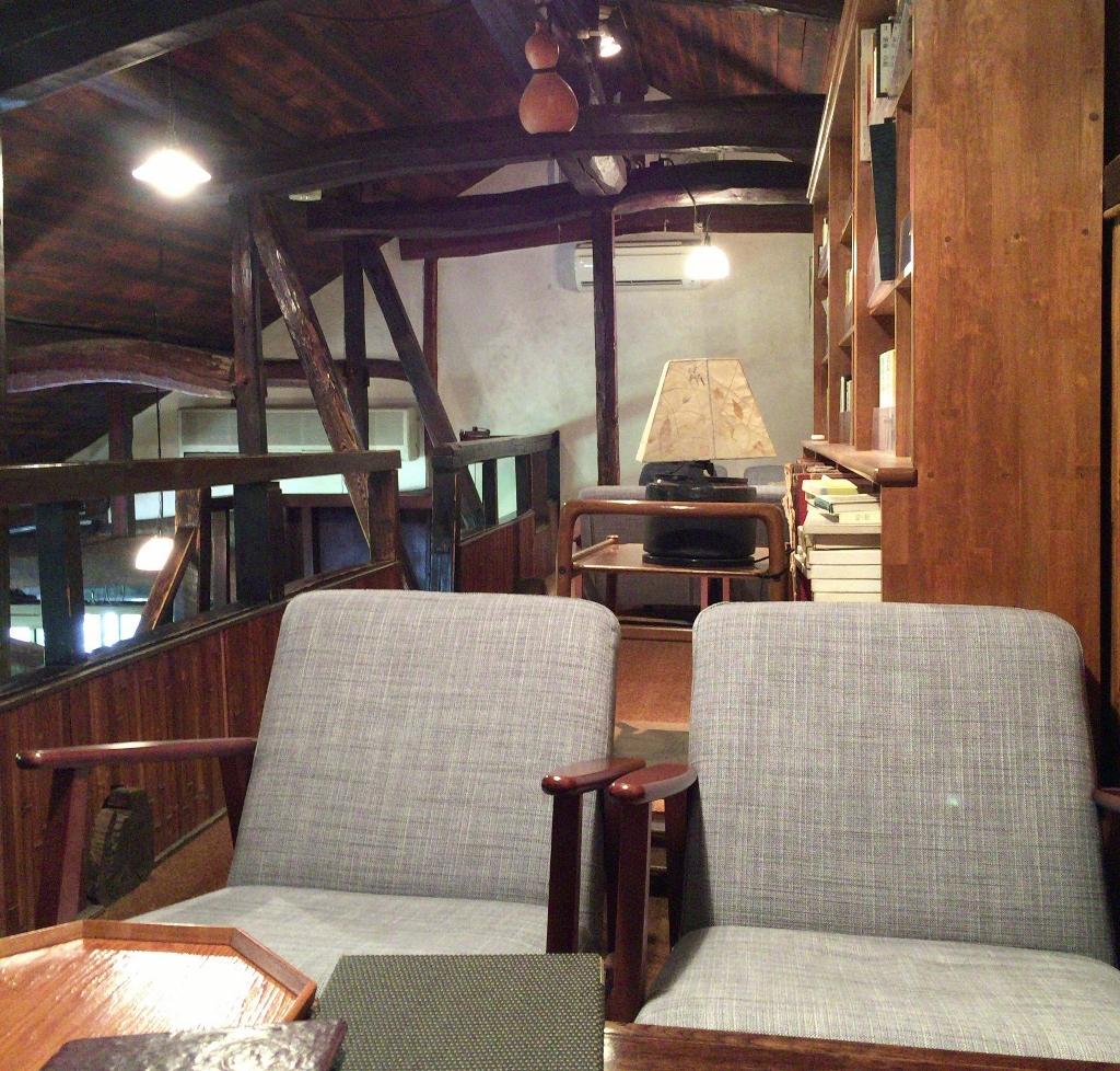グレゴリオ聖歌が流れる亀の井別荘「茶房 天井桟敷」