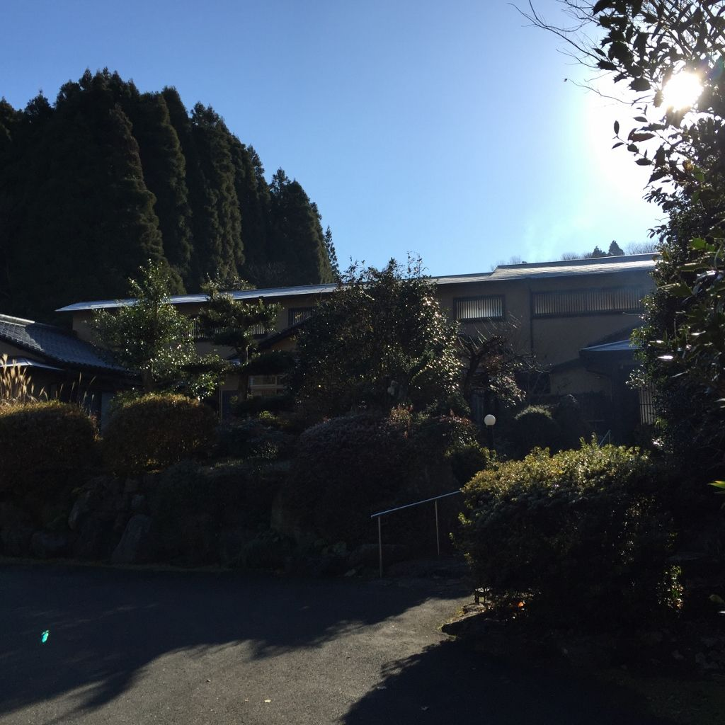 温泉街から少し離れた高台にある静かな宿「友喜美荘」