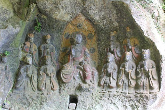 今なお鮮やかな色彩が残る「地蔵十王像」