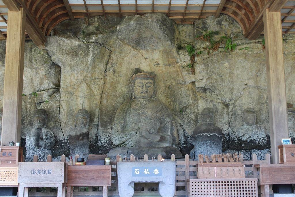 1000年の時を超えて!大分県臼杵市・国宝「臼杵石仏」は謎と伝説に包まれた石仏群