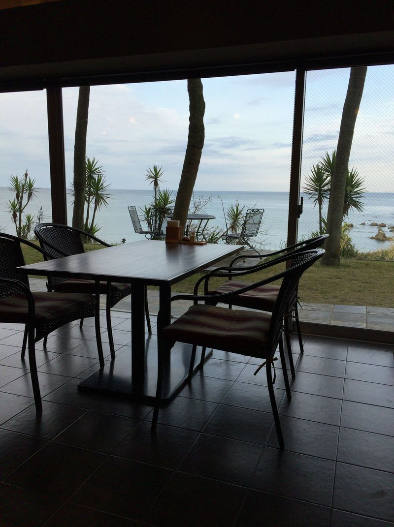 雄大な東シナ海が望めるレストラン「UOKAI」