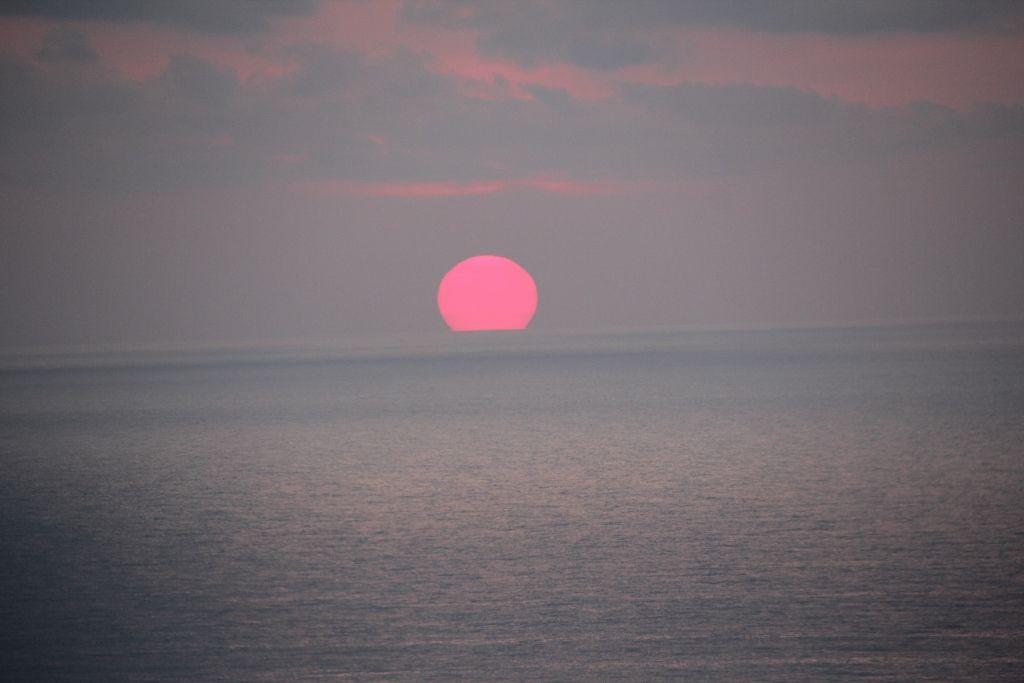 感動!水平線から昇る「日向国」の太陽