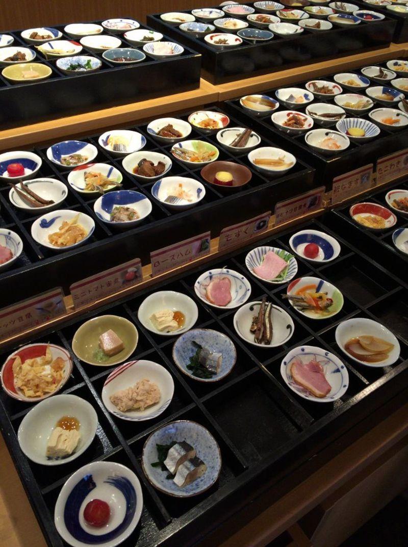 揚げ立て天ぷらや豆皿料理でお腹いっぱい!