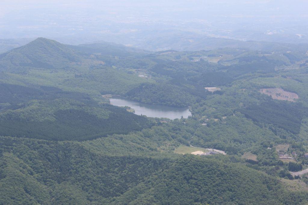鶴見岳山頂から望む「志高湖」