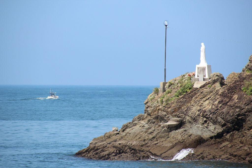 漁師を見守る「海上マリア」