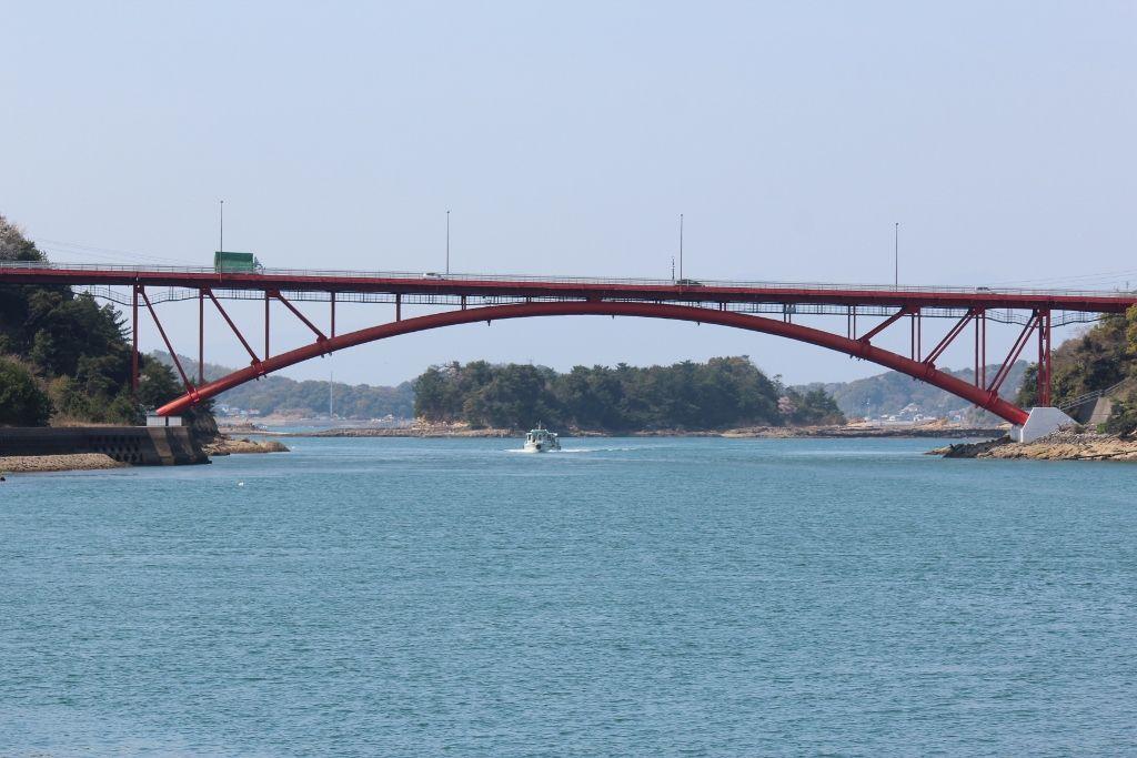 鮮やかな赤色が人気の5号橋