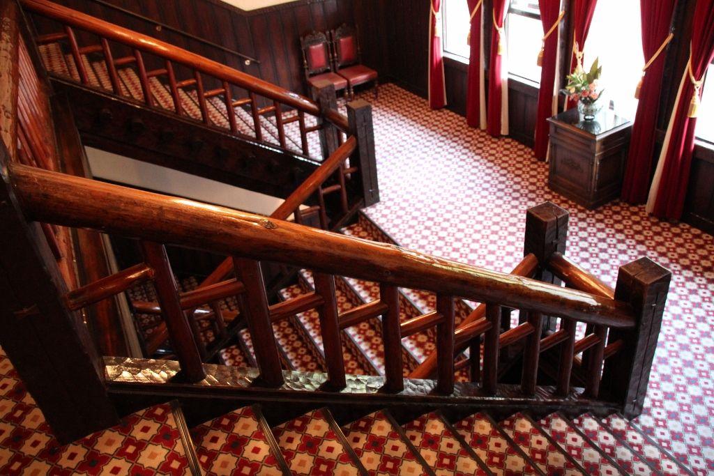 多くの宿泊客が利用したノスタルジックな階段