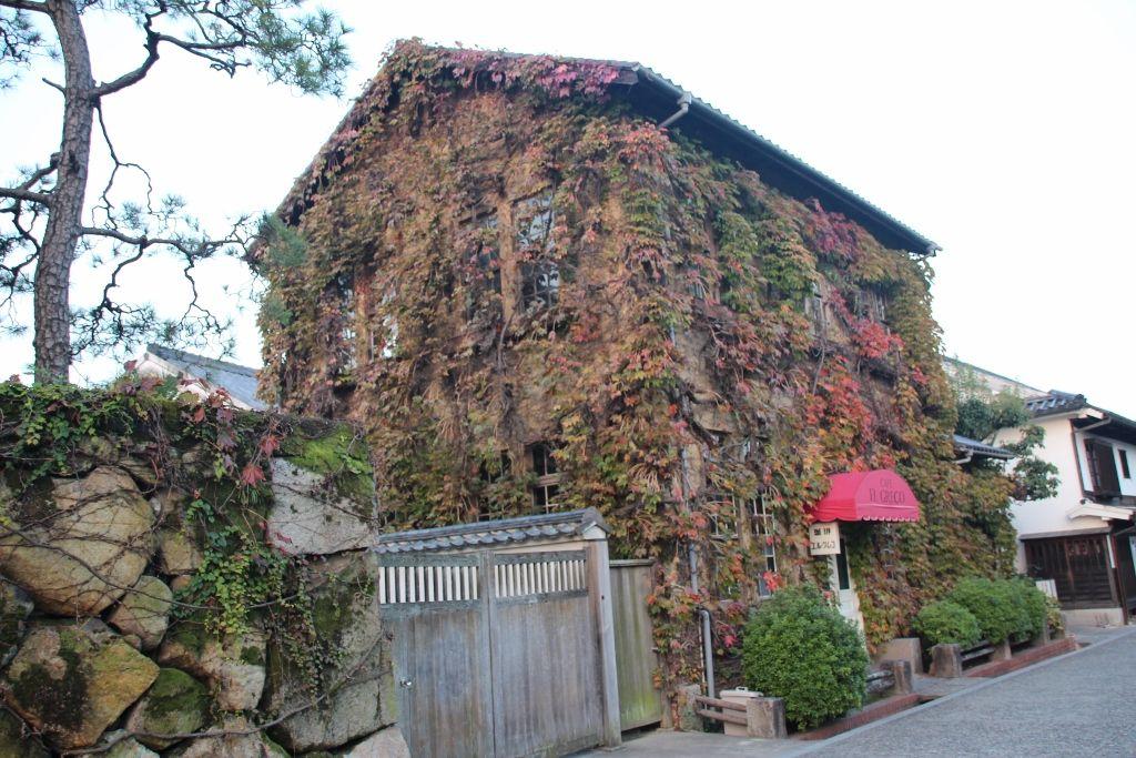 倉敷美観地区で芸術とレトロ浪漫に触れ、銘菓の手焼きに挑戦