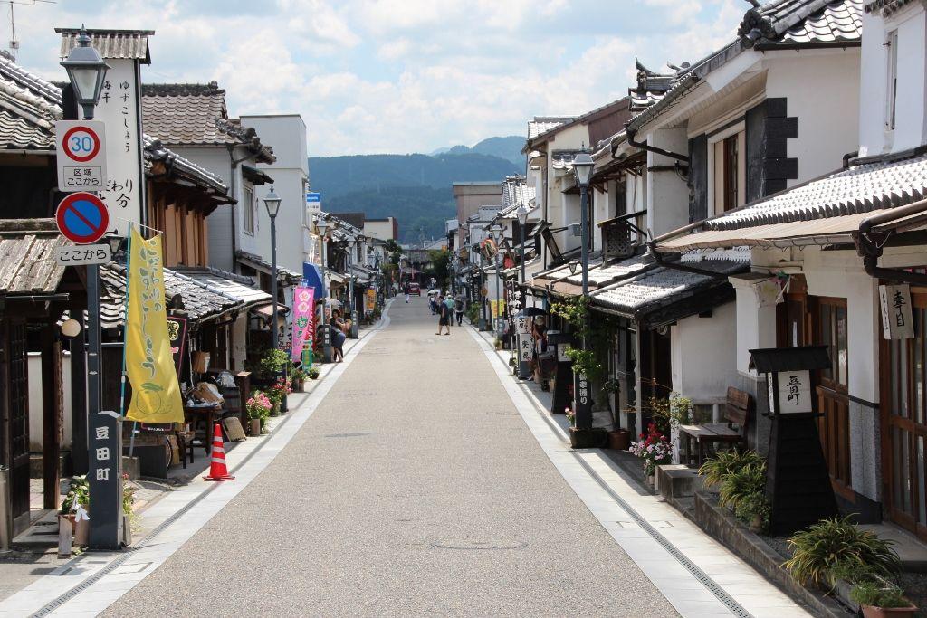 江戸時代の古い町割の残る豆田町
