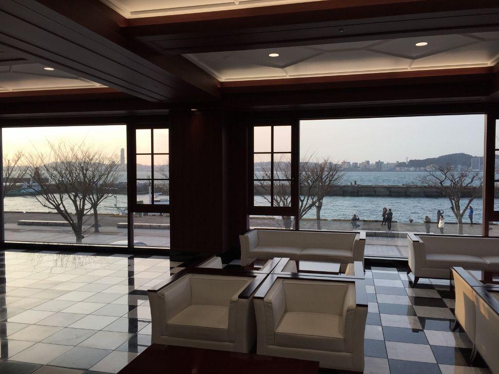 開放的なロビーからの眺めが最高の「プレミアホテル門司港」