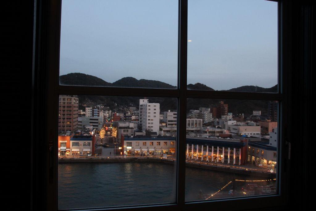 船だまりと海峡プラザの夜景が楽しめるレトロ街側客室