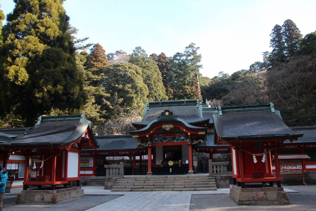 鮮やかな朱色に彩られた社殿