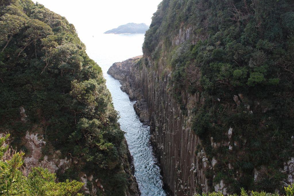 1500万年前の自然の創造物、断崖絶壁が広がる「馬が背」