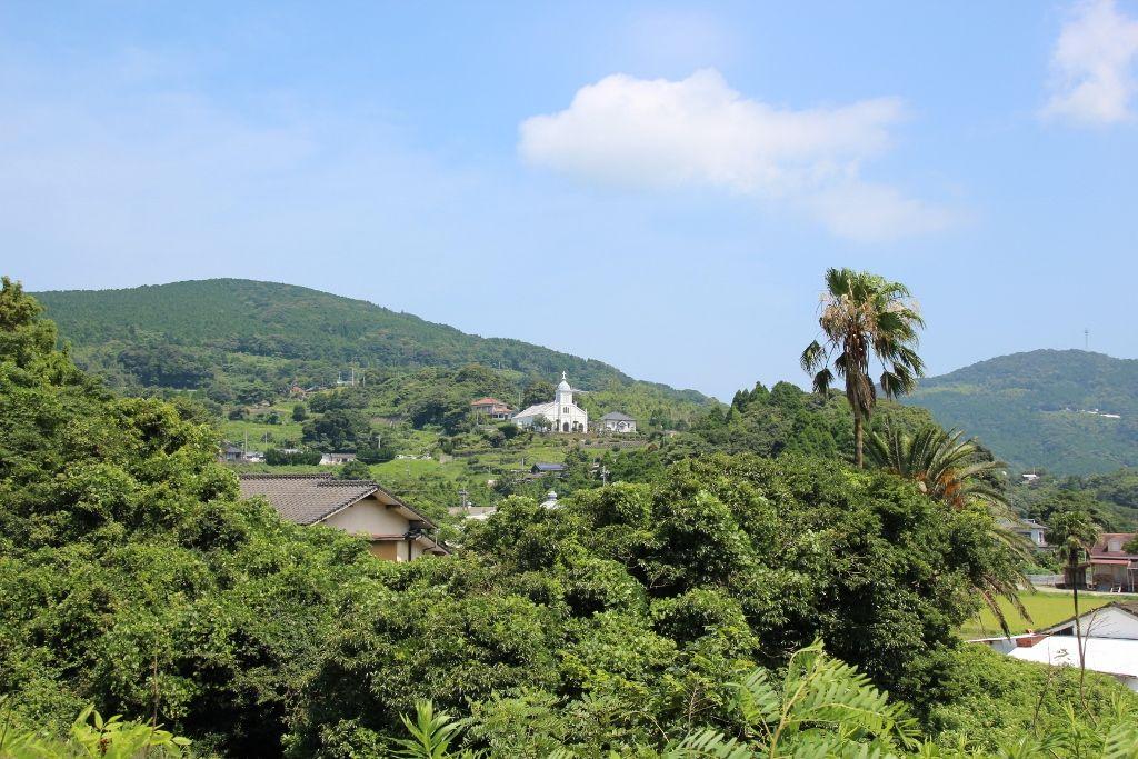 農村風景に溶け込む大江天主堂