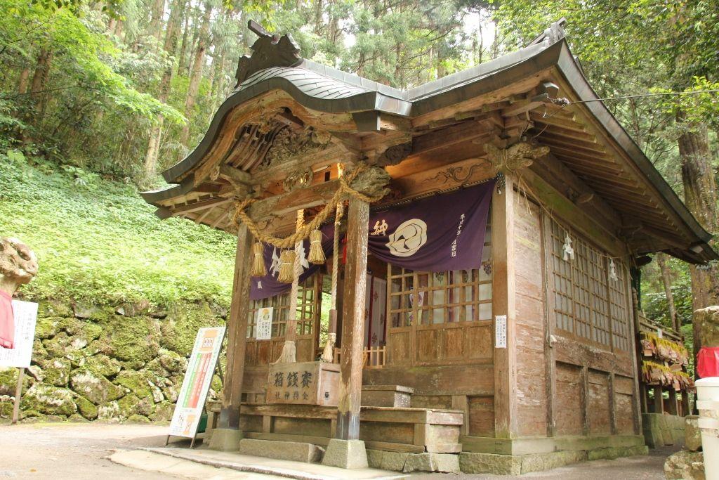 小さな、でも強力な金運パワーがある「金持神社」
