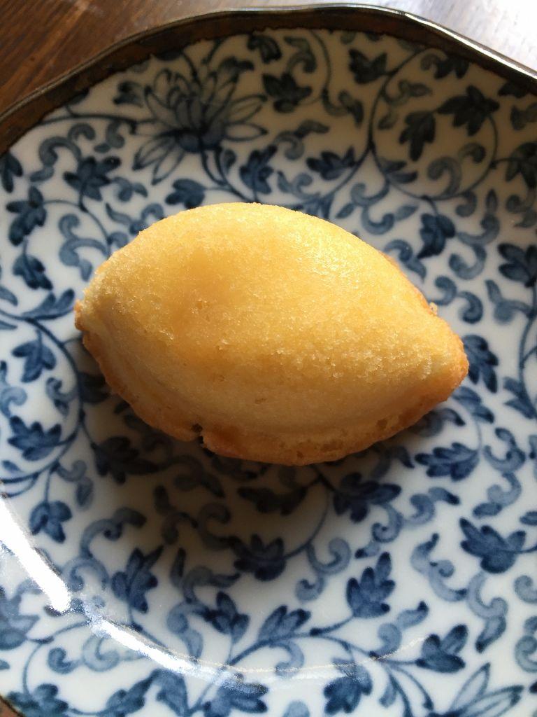 ブランデーケーキ風の「梅月堂」の瀬戸田レモンケーキ