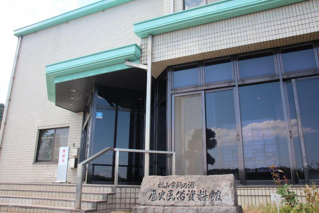 「福山市鞆の浦歴史民族資料館」から見た常夜燈