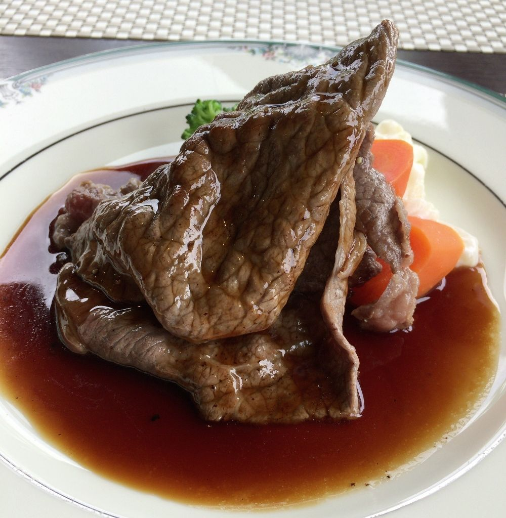 山の洋食屋フレールで「あか牛ステーキ」